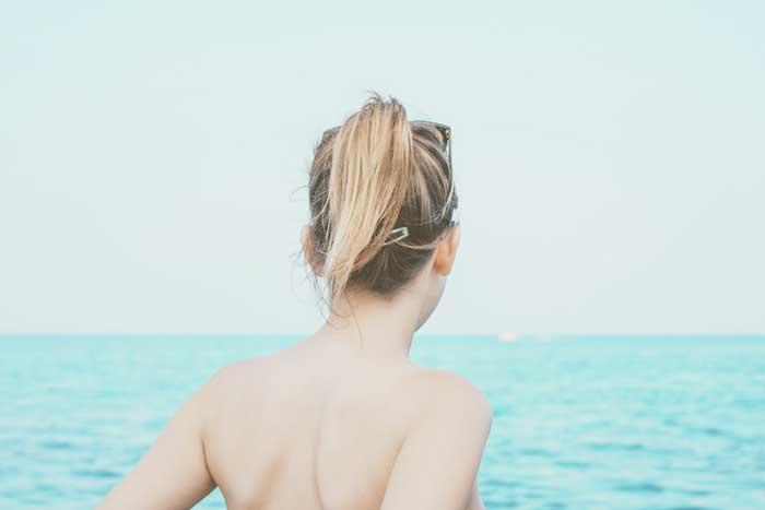 まだ間に合う!背中ニキビが原因で水着が着れない!背中にできたニキビ対策