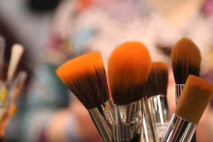 化粧が苦手な人におすすめ!メイクブラシの種類と手入れ方法